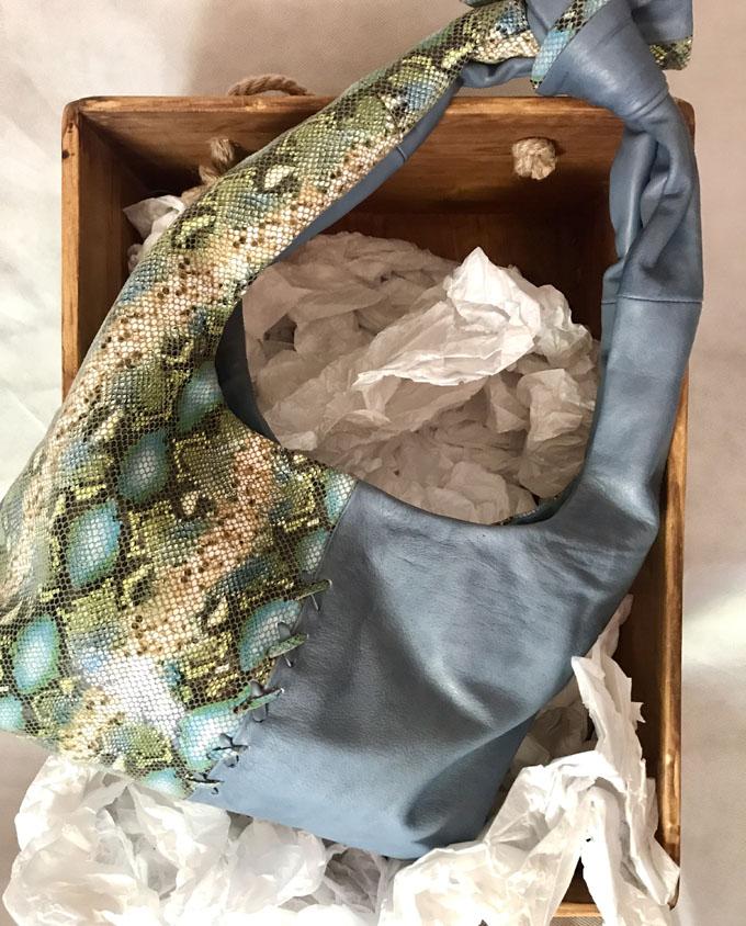 bolso azul de piel print animal