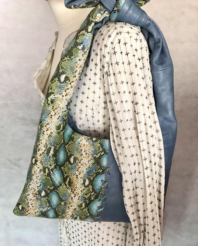 bolso azul de piel print animal 1