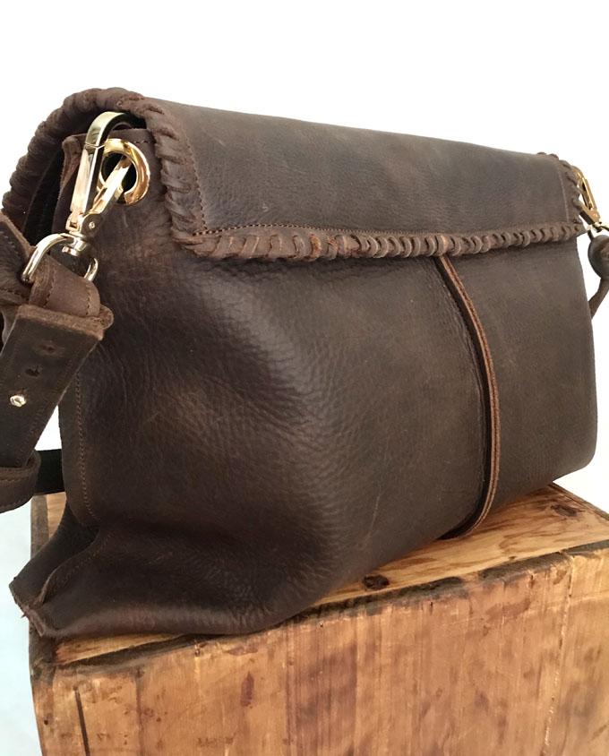 bolso marrón en cuero envejecido