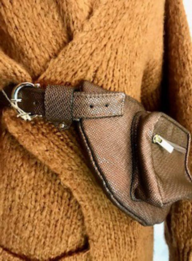 Riñonera en piel marrón brillante