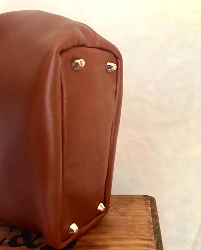 Bolso de piel marrón