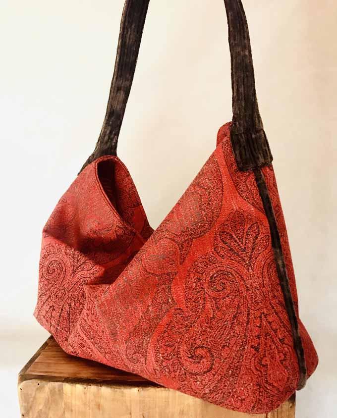 bolso en tela de damasco rojo