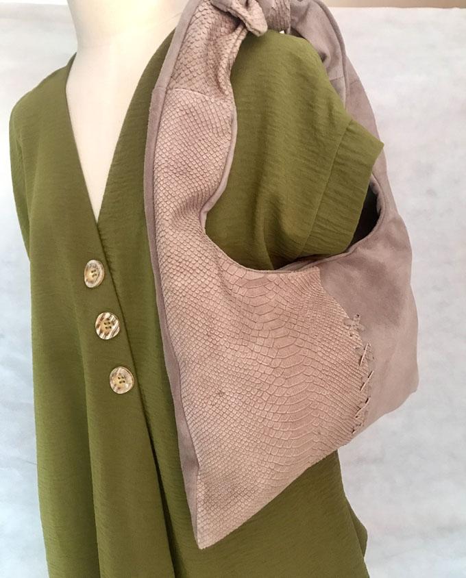 bolso de piel y ante color taupe1