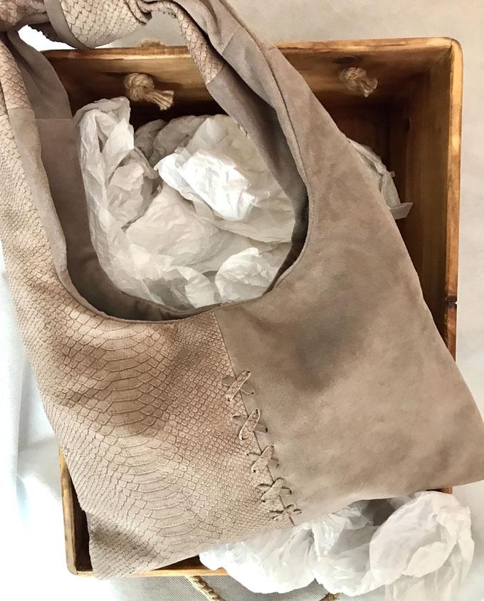 bolso de piel y ante color taupe