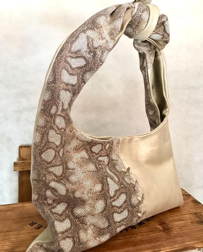bolso piel y ante en beige y print serpiente3