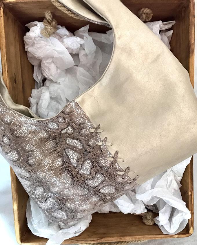 bolso piel y ante en beige y print serpiente2