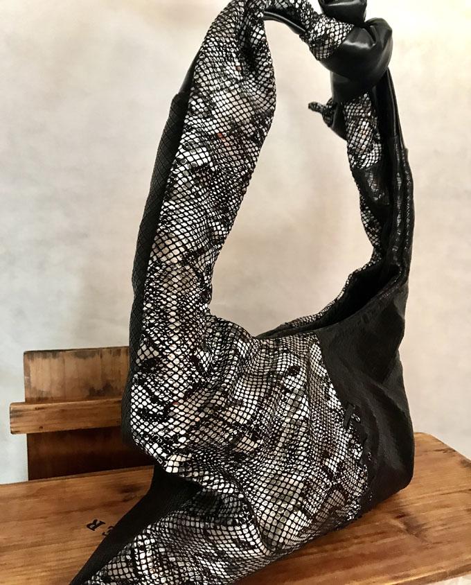 bolso de piel negro y print serpiente2