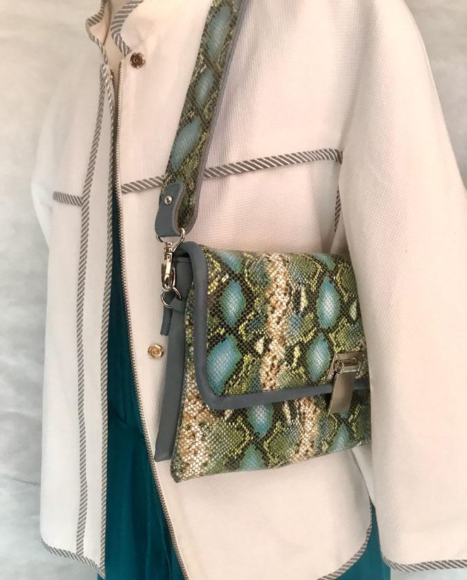 bolso piel print serpiente azul y verde1