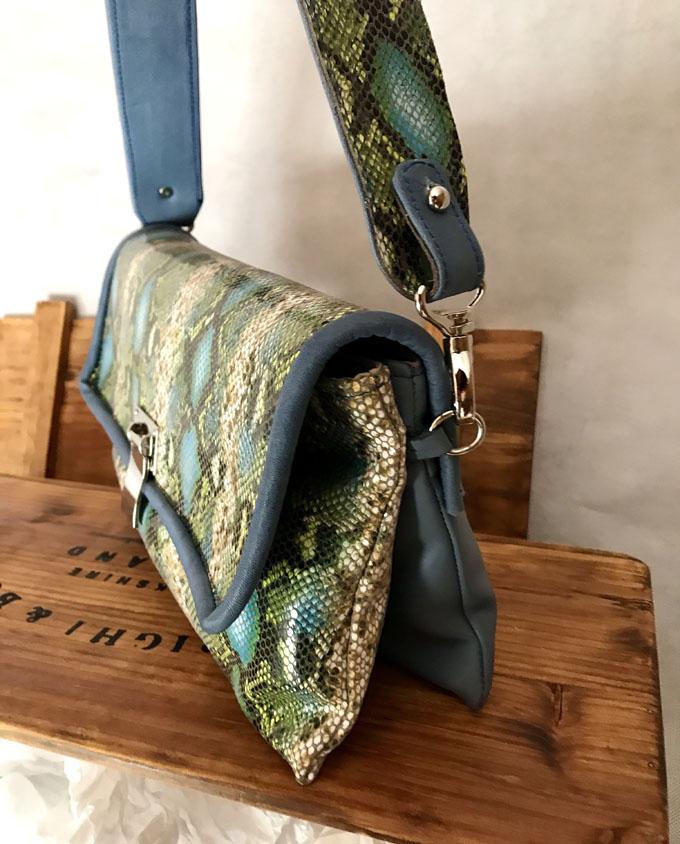 bolso piel print serpiente azul y verde4