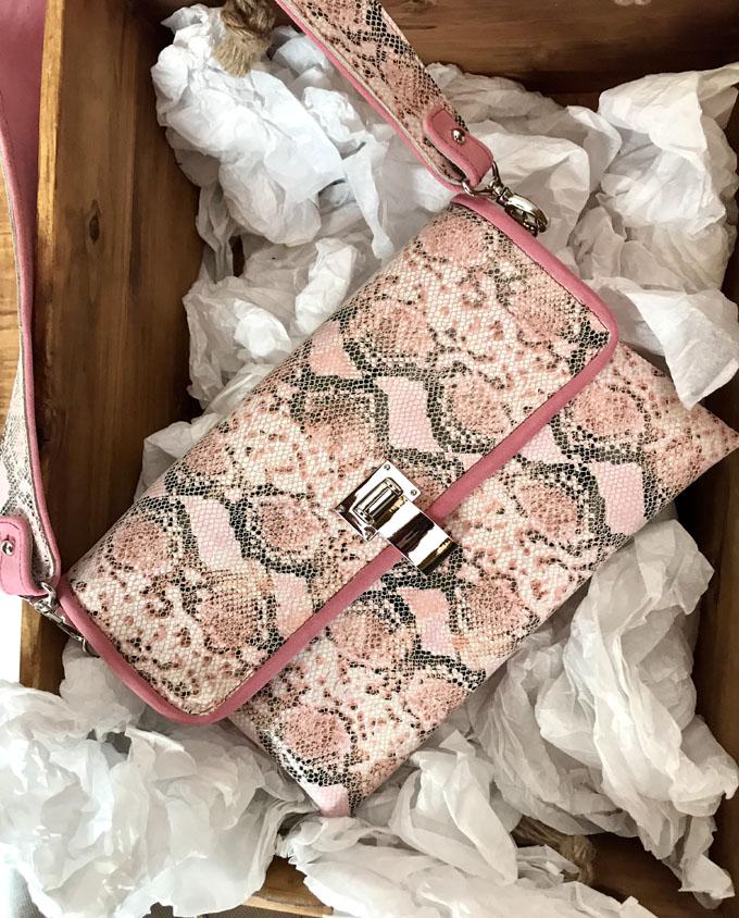bolso piel print serpiente rosa y ante